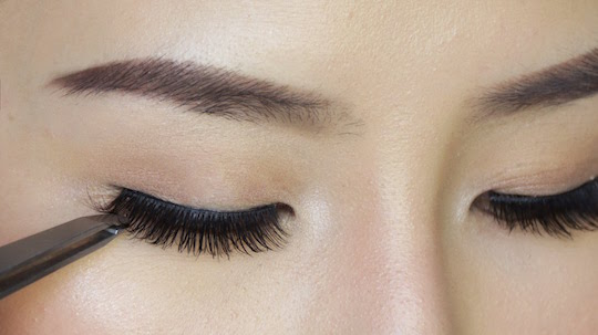 False Eyelashes: A How To